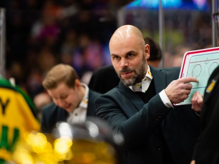 Liiga-valmentajat puhuvat pelistä hauskoilla sanaleikeillä, mikä aliarvioi koko lajia ja katsojia