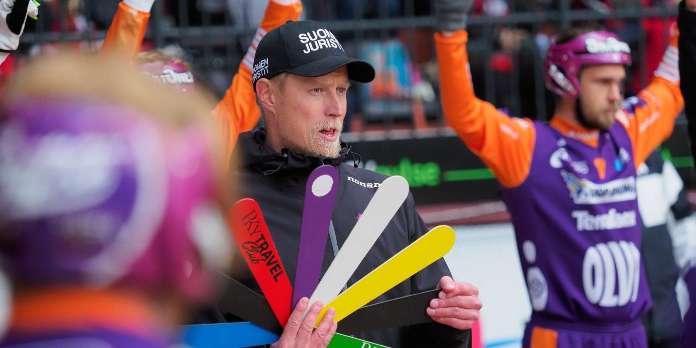 Jani Komulainen jatkaa kritiikistä huolimatta Jymyn pelinjohtajana, koska vaihtoehtoja ei ollut