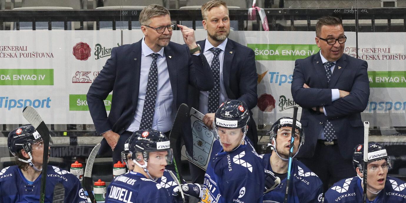 Mikko Manner ja Ari-Pekka Selin ovat jääkylmä tuulahdus Leijonien penkin takana