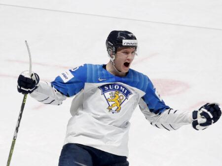 Anton Lundell on joutunut Jukka Jalosen pihteihin, koska hän puolustaa kuin HIFK:ssa