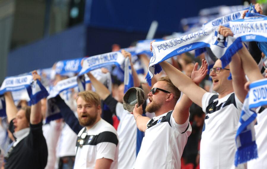Huuhkajien takana on iso tarina – jalkapallo erotti meidät Euroopasta, mutta ei enää