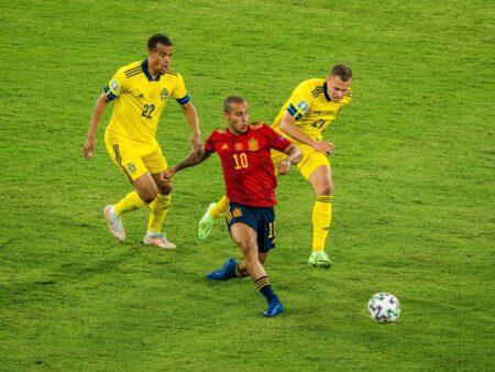 Espanja on yhdessä asiassa kisojen paras mutta Ruotsi-pelissä sen ylle laskeutui tummia pilviä
